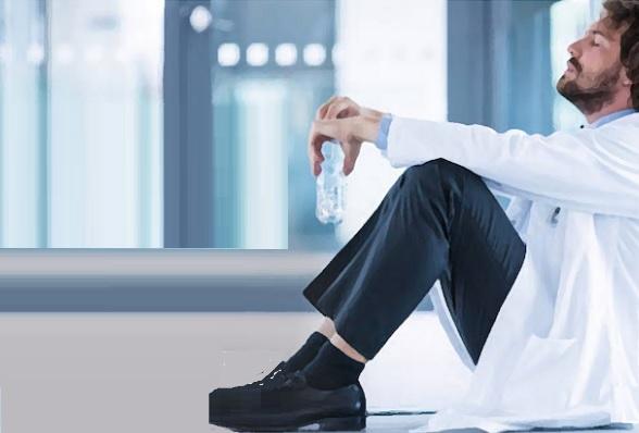La prévalence des symptômes d'épuisement professionnel atteint 55% chez les médecins