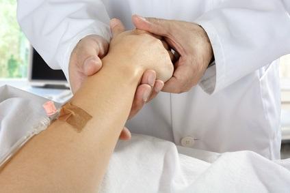 Cette approche narrative par laquelle le patient livre son histoire à son médecin et le médecin aide son patient à transcender sa souffrance à retrouver de nouveaux repères, apporte, et peut-être au clinicien aussi, un sens à la vie.
