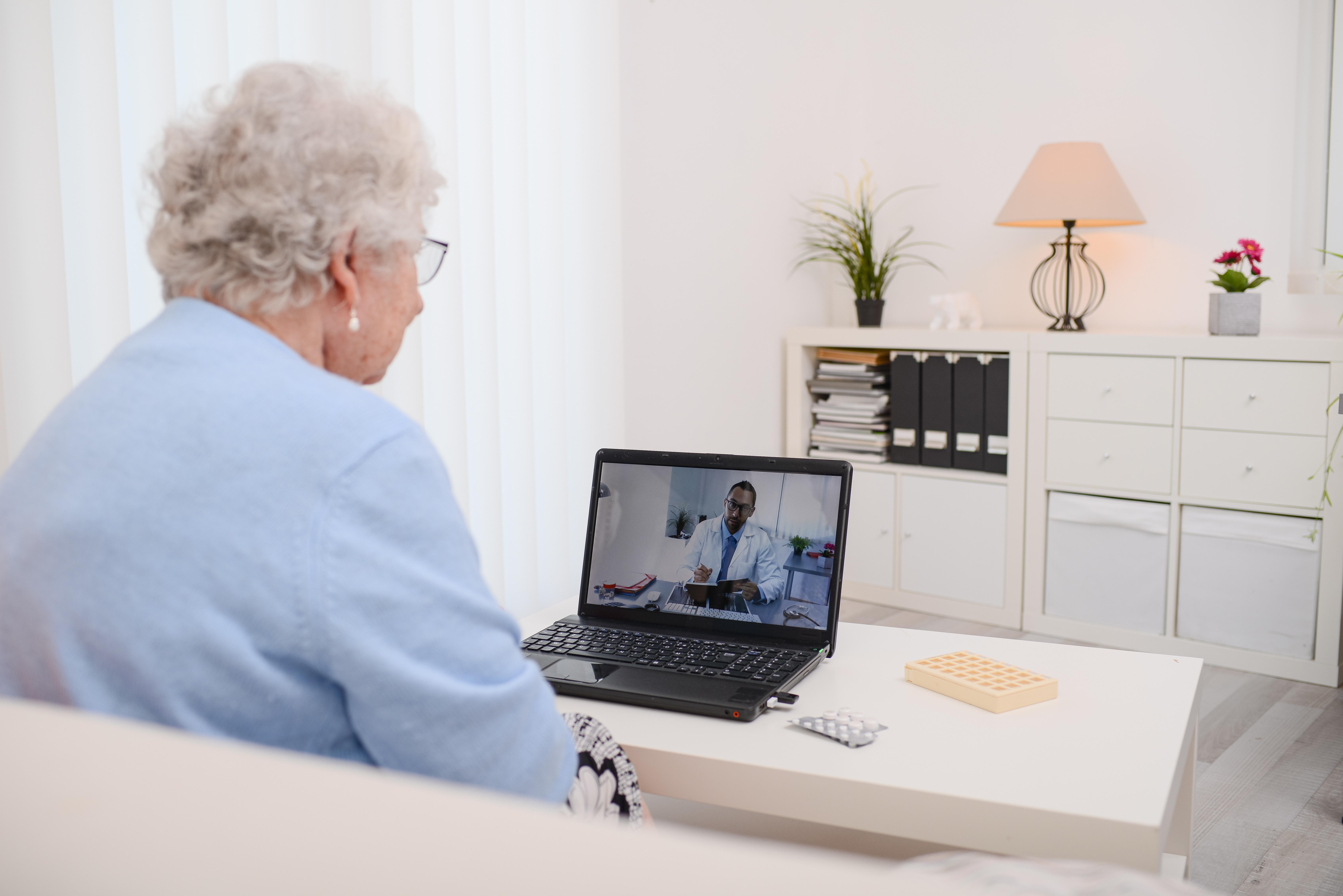 La télésanté a gagné en popularité pendant la pandémie et plus de 40% des professionnels de santé interrogés continueront de la pratiquer (Visuel Adobe Stock 279379136)